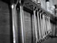 Aufgeräumte Werkzeugbank als Grundlage für den Projekt-Ingenieur